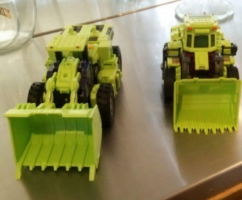 [Toyworld] Produit Tiers - Jouet TW-C Constructor aka Devastator/Dévastateur (Version vert G1 et jaune G2) - Page 5 LcQbp9dd
