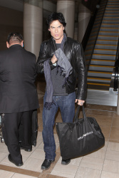 Ian Somerhalder - At LAX Airport (2012.01.10) Ui7Fkf7e