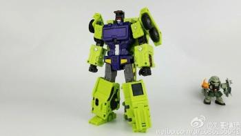 [Toyworld] Produit Tiers - Jouet TW-C Constructor aka Devastator/Dévastateur (Version vert G1 et jaune G2) - Page 7 2xj10e1v