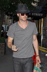Ian Somerhalder - spotted doing some grocery shopping in NYC - May 17, 2012 - 9xHQ IRRbB93P