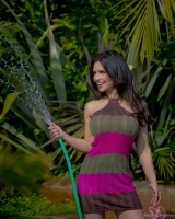 Дениз Милани, фото 5147. Denise Milani Watering the garden :, foto 5147