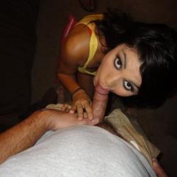 Adolescente gostosinha e Abusiva Mostrando tudo em fotos quentes da Bucetona grande e Oral Selvagem