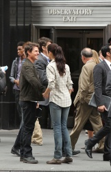 Tom Cruise - on the set of 'Oblivion' outside at the Empire State Building - June 12, 2012 - 376xHQ FbJtABze