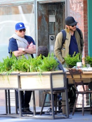 Jake Gyllenhaal & Jonah Hill & America Ferrera - Out And About In NYC 2013.04.30 - 37xHQ O0LjnS8y