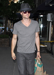 Ian Somerhalder - spotted doing some grocery shopping in NYC - May 17, 2012 - 9xHQ ZIkjz57e