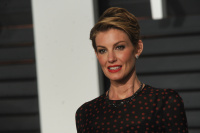 """Faith Hill """"2015 Vanity Fair Oscar Party hosted by Graydon Carter at Wallis Annenberg Center for the Performing Arts in Beverly Hills"""" (22.02.2015) 58x  7QmB62py"""