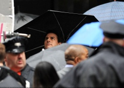 Tom Cruise - on the set of 'Oblivion' outside at the Empire State Building - June 12, 2012 - 376xHQ E3pqv32z