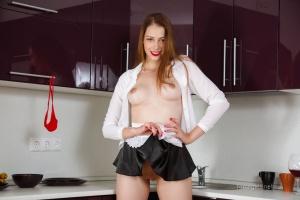 Isabella - In The Kitchen - [famegirls] Fh8scxcU