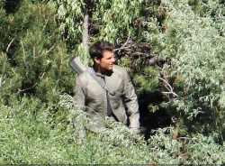Tom Cruise - on the set of 'Oblivion' in June Lake, California - July 10, 2012 - 15xHQ MgOJw9Y8