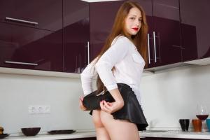 Isabella - In The Kitchen - [famegirls] W9YhbMIb