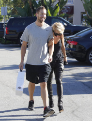 Calvin Harris and Rita Ora - out and about in Los Angeles - September 18, 2013 - 16xHQ VB9U3Lb3