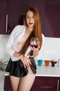 Isabella - In The Kitchen - [famegirls] HA6aZ2oI