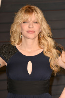 """Courtney Love """"2015 Vanity Fair Oscar Party hosted by Graydon Carter at Wallis Annenberg Center for the Performing Arts in Beverly Hills"""" (22.02.2015) 49x MSCMBpO8"""