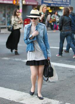 Dakota Fanning / Michael Sheen - Imagenes/Videos de Paparazzi / Estudio/ Eventos etc. - Página 5 AayqzRJj