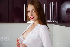 Isabella - In The Kitchen - [famegirls] BFUkPyNX