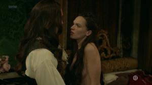 Anna Brewster, Hannah Arterton @ Versailles s02 (FR 2017) [1080p HDTV] 1IvdHDgG