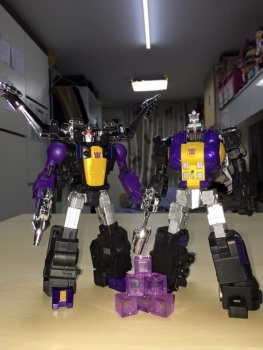 [Fanstoys] Produit Tiers - Jouet FT-12 Grenadier / FT-13 Mercenary / FT-14 Forager - aka Insecticons - Page 3 Fbazu6Xj