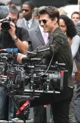 Tom Cruise - on the set of 'Oblivion' outside at the Empire State Building - June 12, 2012 - 376xHQ A8iM71ws