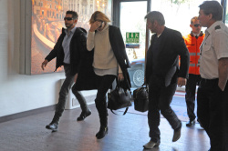 Sean Penn - Sean Penn and Charlize Theron - depart from Rome after a Valentine's Day weekend - February 15, 2015 (37xHQ) Ms6j32Gu