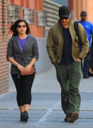 Jake Gyllenhaal & Jonah Hill & America Ferrera - Out And About In NYC 2013.04.30 - 37xHQ PLQa0nAQ