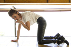adkjLWxJ Lauren Cohan – Ladygunn Magazine (November 2012) photoshoots