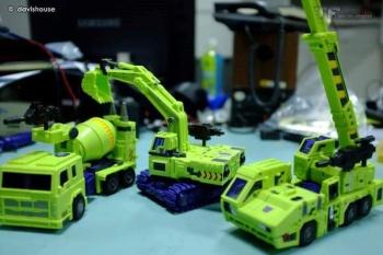 [Toyworld] Produit Tiers - Jouet TW-C Constructor aka Devastator/Dévastateur (Version vert G1 et jaune G2) - Page 7 UN462QWb