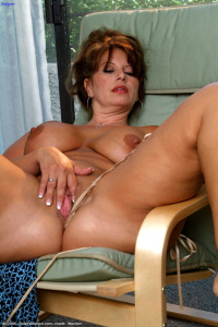 Re: MILF and Mature - Hot PhotoSets Older Women Aged ...