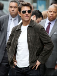 Tom Cruise - on the set of 'Oblivion' outside at the Empire State Building - June 12, 2012 - 376xHQ 3ohaO7RN