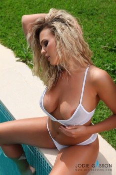 set026 White Lingerie By The Pool 27.10.12