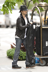 Ian Somerhalder - seen out of his hotel - May 15, 2012 - 8xHQ Jr6F628e