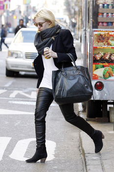 Dakota Fanning / Michael Sheen - Imagenes/Videos de Paparazzi / Estudio/ Eventos etc. - Página 5 AahU90DV