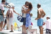 Nina Dobrev with her boyfriend Austin Stowell in Saint-Tropez (July 24) 90Aw6yoB