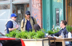 Jake Gyllenhaal & Jonah Hill & America Ferrera - Out And About In NYC 2013.04.30 - 37xHQ X95pqUW1
