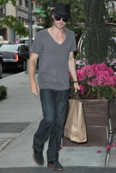 Ian Somerhalder - Out And About in New York 2012.05.15 - 6xHQ 1QVewXrz