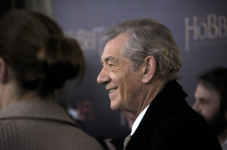 Ian McKellen - 'The Hobbit An Unexpected Journey' New York Premiere benefiting AFI at Ziegfeld Theater in New York - December 6, 2012 - 28xHQ 9HcLGVSm