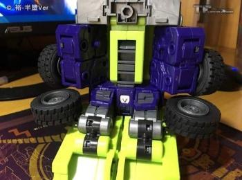 [Toyworld] Produit Tiers - Jouet TW-C Constructor aka Devastator/Dévastateur (Version vert G1 et jaune G2) - Page 6 6kVsnpfs