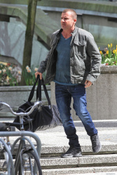 Dominic Purcell on the set of 'Bailout: The Age of Greed' - April 27, 2012 - 17xHQ TAhNSpEs